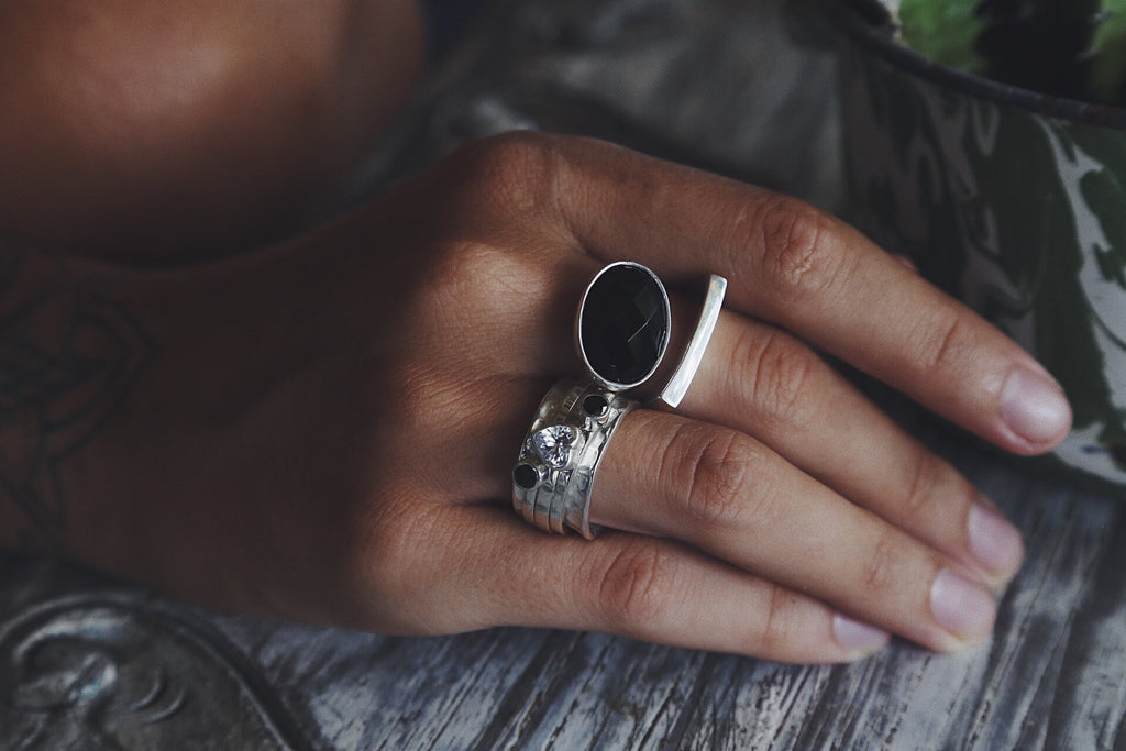Ring Cloud with Onyx (facet cut) - Island Soul Silver Jewelry from Bali