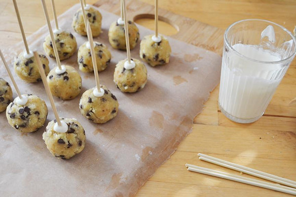 Original Cannoli Chip Cake Pops before dipping