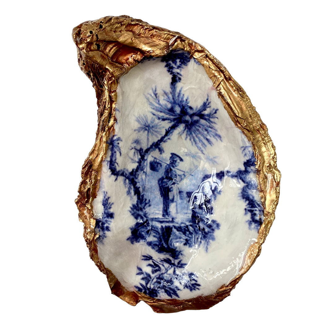 Signature Oyster Shell Jewelry Ring Dish Chinoiserie White and Blue Chinese Man