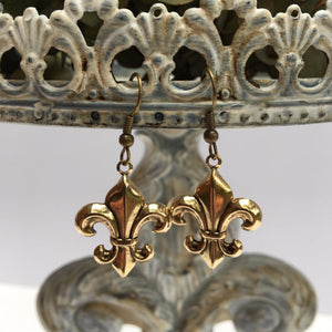 Earrings gold fleur de lis on french wires.  These earrings come carded for easy gift giving and are sure to please all fleur de lis lovers.