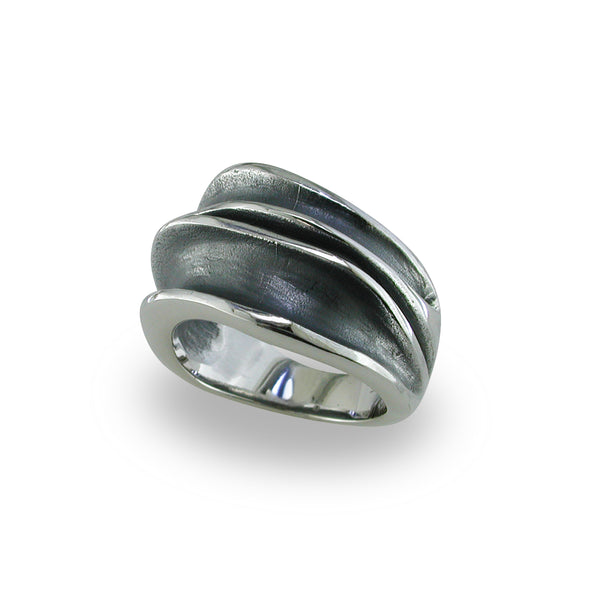 Thin Waves Ring