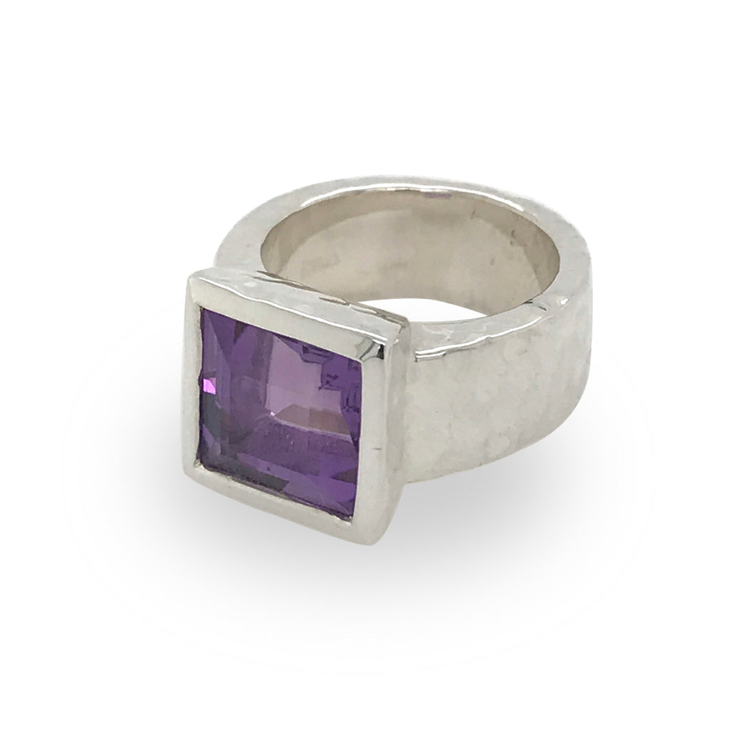 Ripple texture ring with semi-precious stone