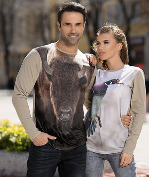 Man wearing t-shirt with bison on it