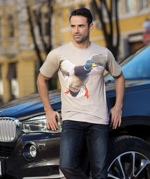 Man wearing t-shirt with Mallard Calling on it