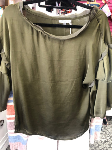 RUFFLE SLV TOP W 2 TIER OLIVE