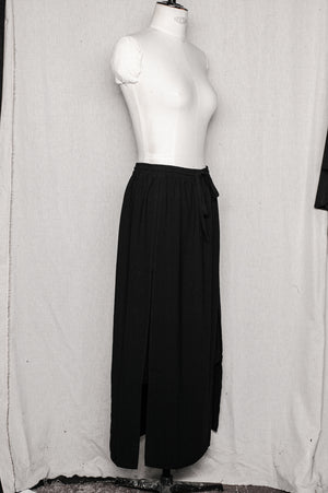 SAMPLE - SKIRT WITH SLOTS - black