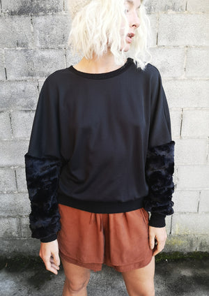 LIMITED EDITION - SWEATER FAUX FUR SLEEVES - black
