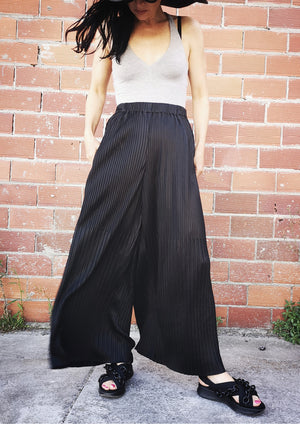 PANTS WIDE ELASTIC - black pleated