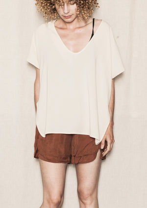 SHIRT SLEEVELESS-V-COLLAR CREME