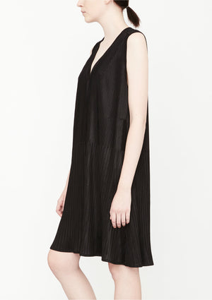 DRESS V-COLLAR SLEEVELESS - black pleated - BERENIK