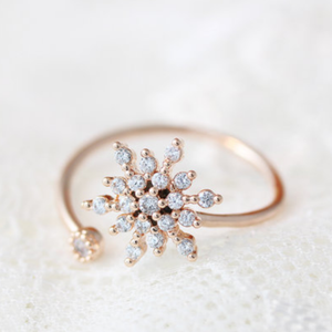 The Crystal Twist Snowflake Ring