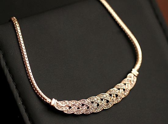 The Luxury Twist Rhinestone Necklace