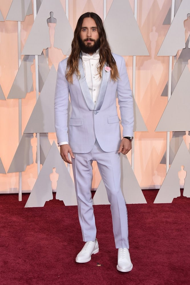 Jared Leto at the 2015 Oscars wearing a lilac suit