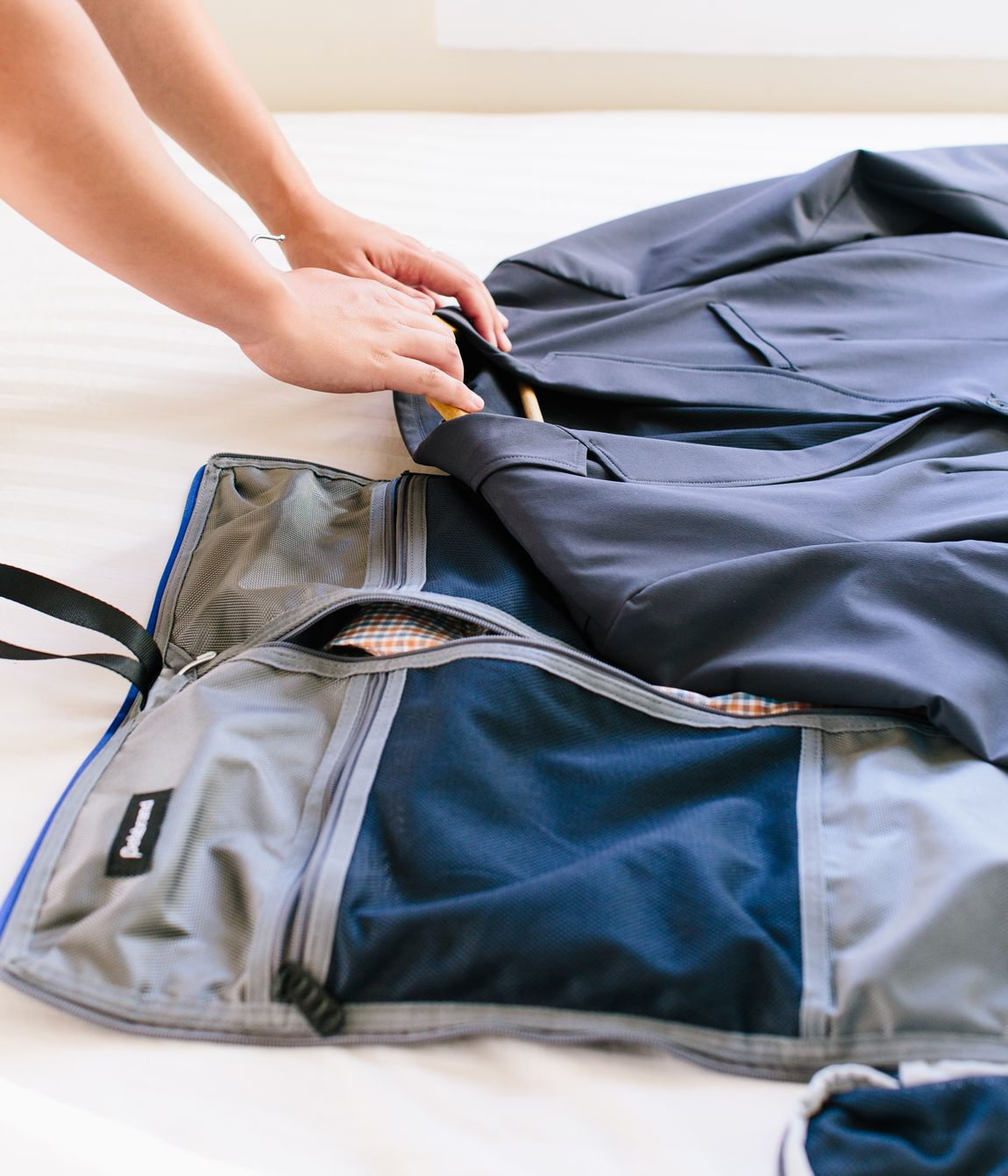 How to choose the right garment bag for storage