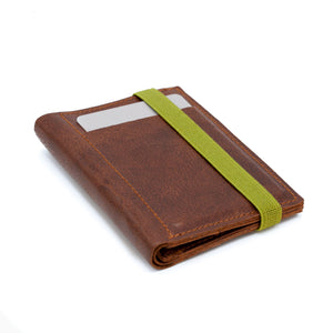 THE WALLET - in textured brown leather / green band