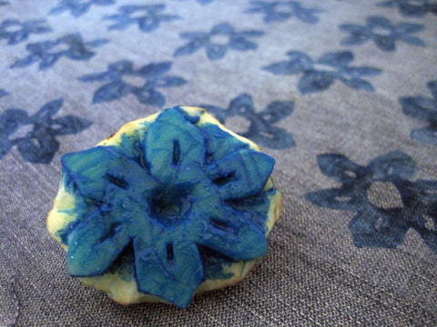 Printing potato flower with blue ink onto jeans fabric