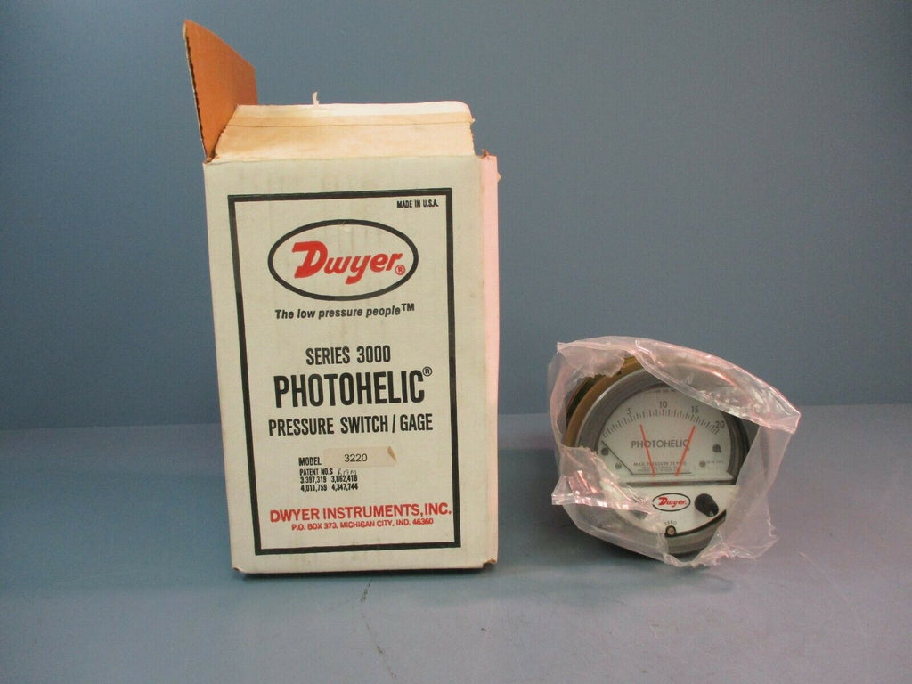 Dwyer Series 3000 Photohelic Pressure Switch / Gage 3220 NEW