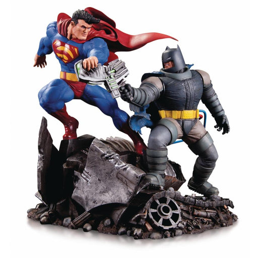 DKR BATMAN VS SUPERMAN MINI BATTLE STATUE - Toys/Models