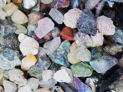 8 Ways to Identify Rocks and Crystals