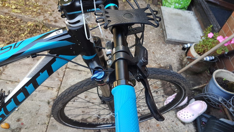 BTR bike phone mount on bicycle handlebars