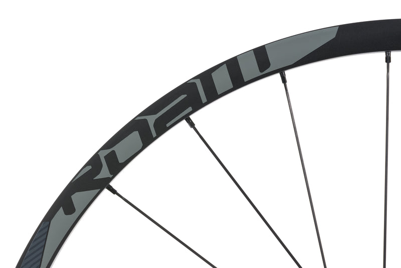 "SRAM Roam 50 Aluminum Tubeless 27.5"" Rear Wheel drivetrain"