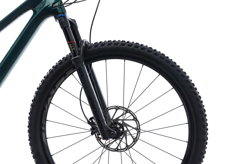 Specialized Camber Comp Large Mens Bike - 2018 cockpit