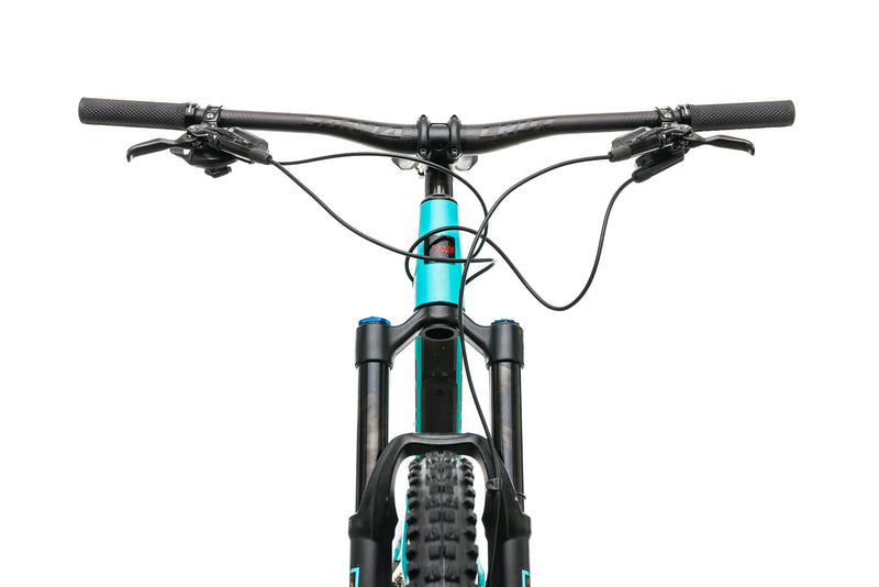 Santa Cruz Bronson CC Mountain Bike - 2019, Large cockpit