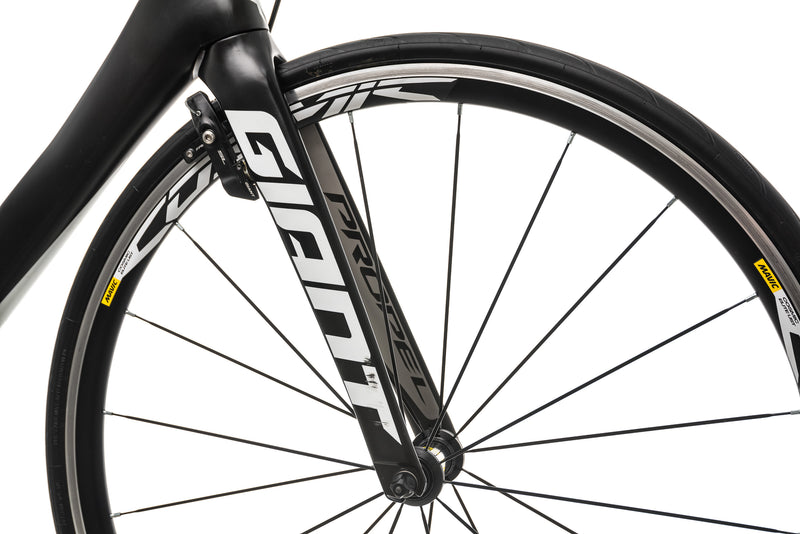 Giant Propel Advanced 2 Road Bike - 2016, Medium front wheel