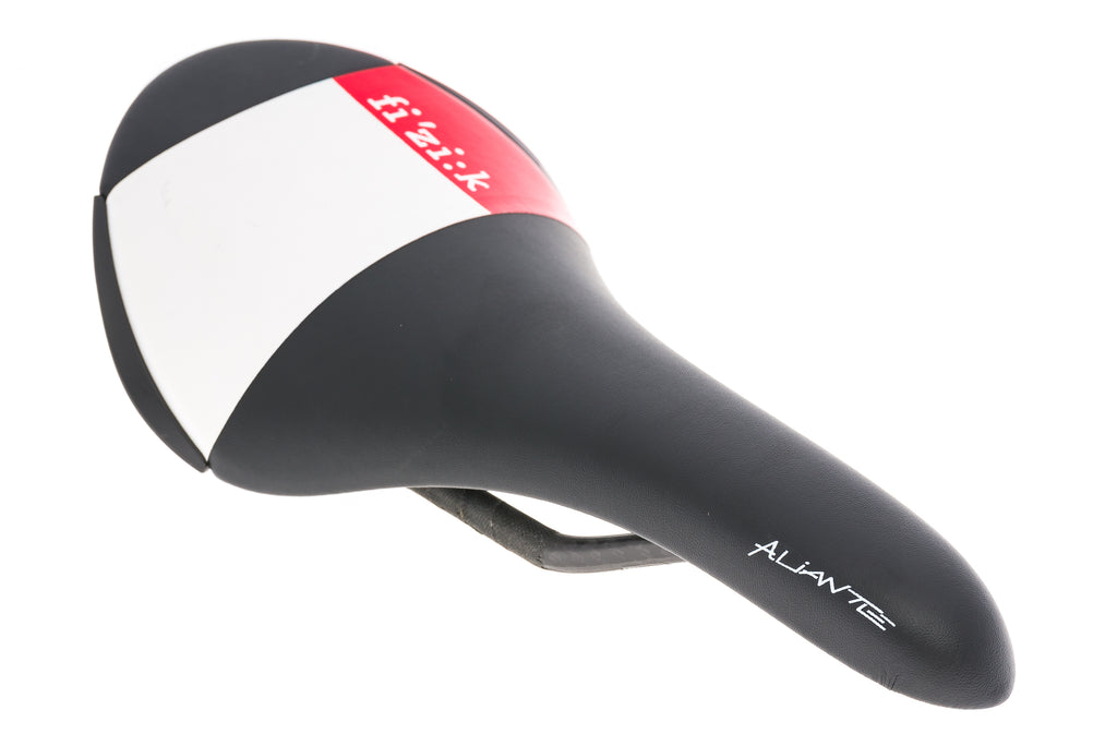 Fizik Aliante R1 Saddle 138mm Carbon Rails Black/Red/White - Pre-Owned