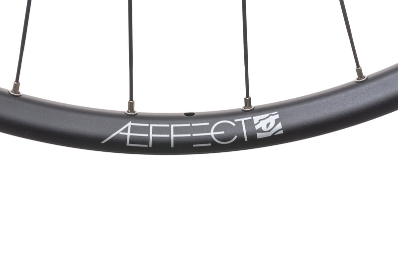 "Race Face Aeffect Aluminum Tubeless 29"" Wheelset SRAM XD Boost cockpit"