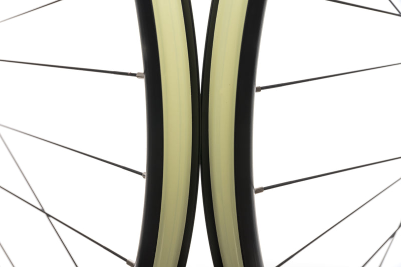 "Mavic EN 627 Aluminum Tubeless 29"" Wheelset front wheel"