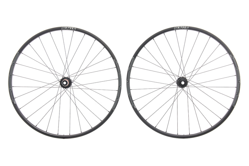 "Stan's NoTubes Arch CB7 Carbon Tubeless 29"" Wheelset drive side"