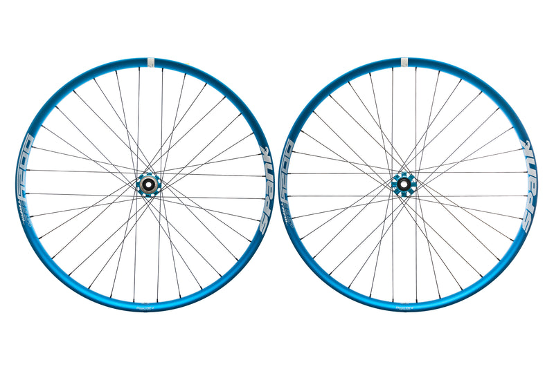 "Spank Oozy Trail 395+ Aluminum Tubeless 29"" Wheelset Blue drive side"