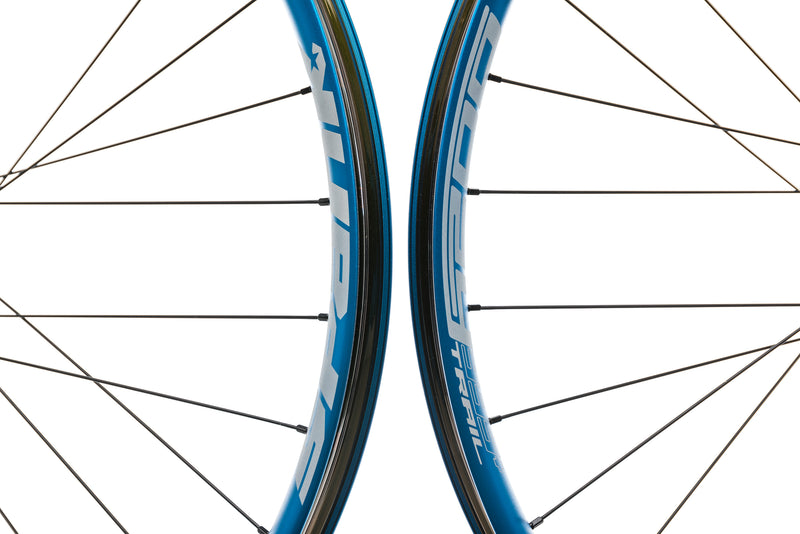 "Spank Oozy Trail 395+ Aluminum Tubeless 29"" Wheelset Blue front wheel"