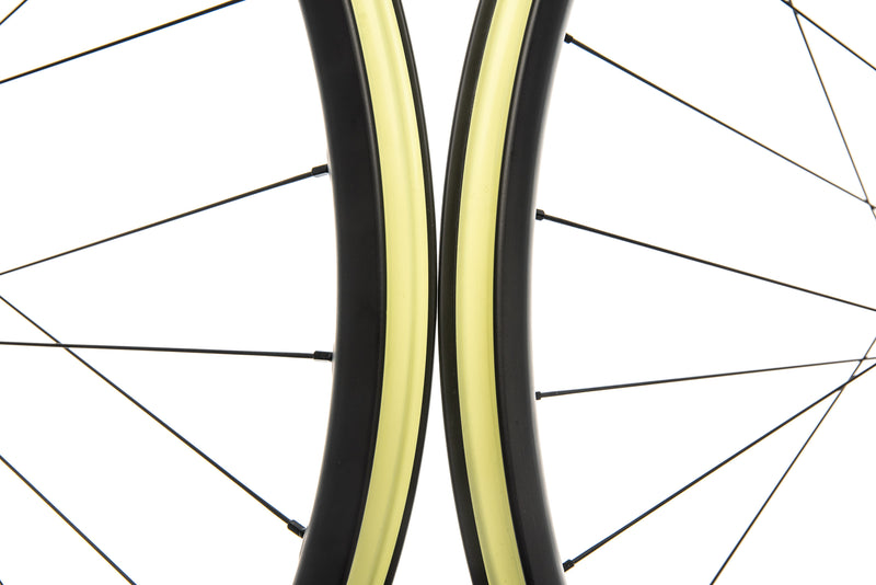 "Santa Cruz Reserve 27 Carbon Tubeless 29"" Wheelset front wheel"