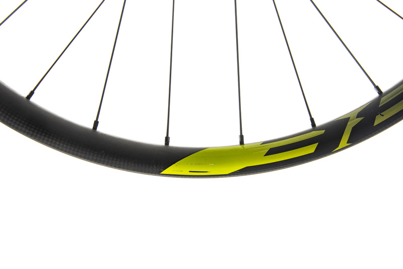"Roval Traverse 38 Carbon Tubeless 27.5"" Wheelset detail 2"