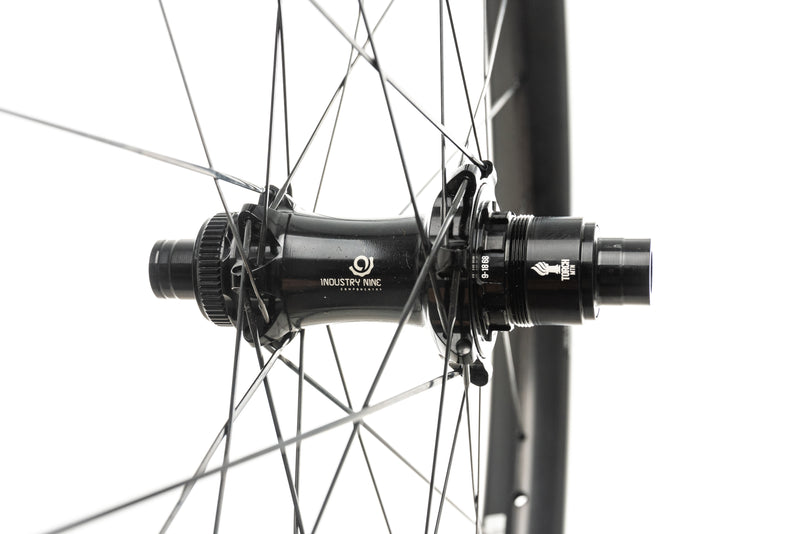 "Reynolds Blacklabel Plus 407 Torch Carbon Tubeless 27.5"" Wheelset sticker"