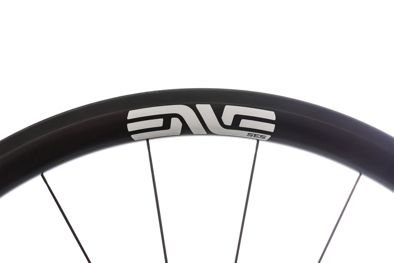 ENVE SES 3.4 Carbon Tubeless 700c Wheelset cockpit