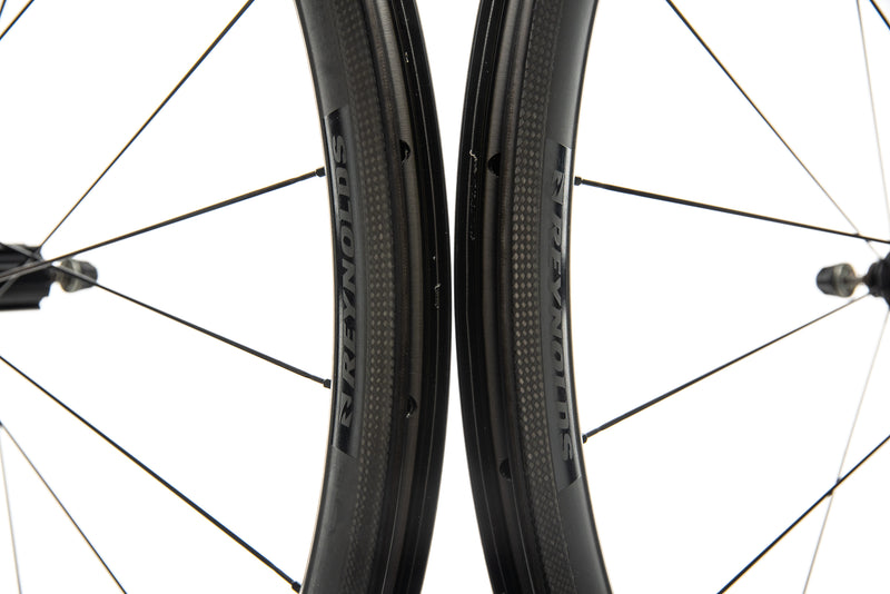 Reynolds Assault Carbon Clincher 700c Wheelset front wheel