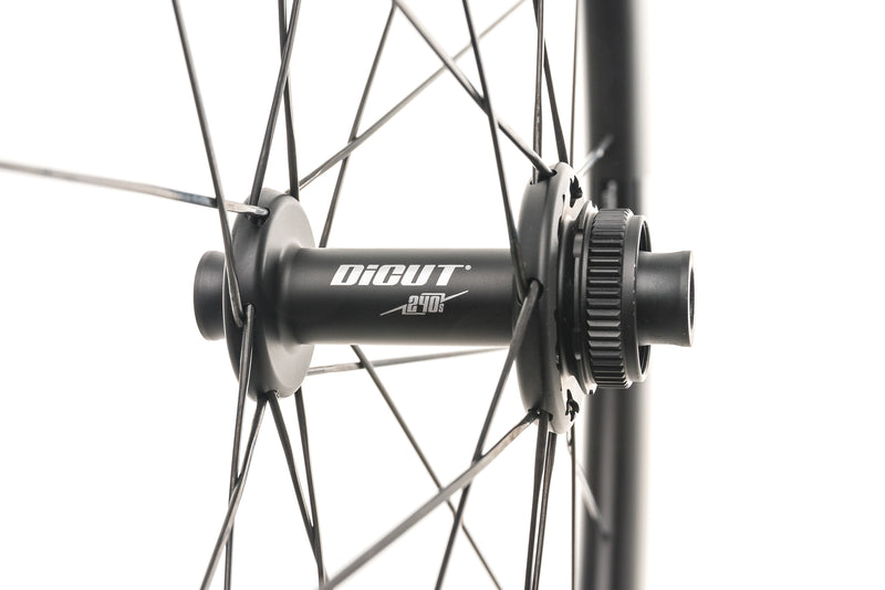 DT Swiss ARC 1400 DiCut Carbon Tubeless 700c Wheelset drivetrain