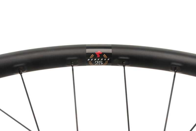 Santa Cruz Reserve 25 Disc Carbon Tubeless 650b Wheelset cockpit