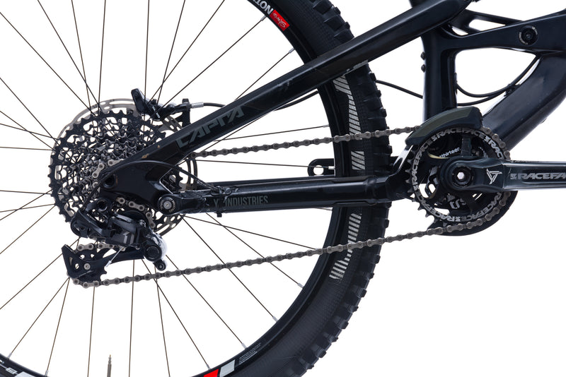 YT Capra CF Comp Medium Bike - 2016 sticker