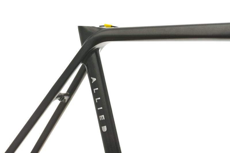 Allied Alfa 54+cm Frameset - 2017 front wheel