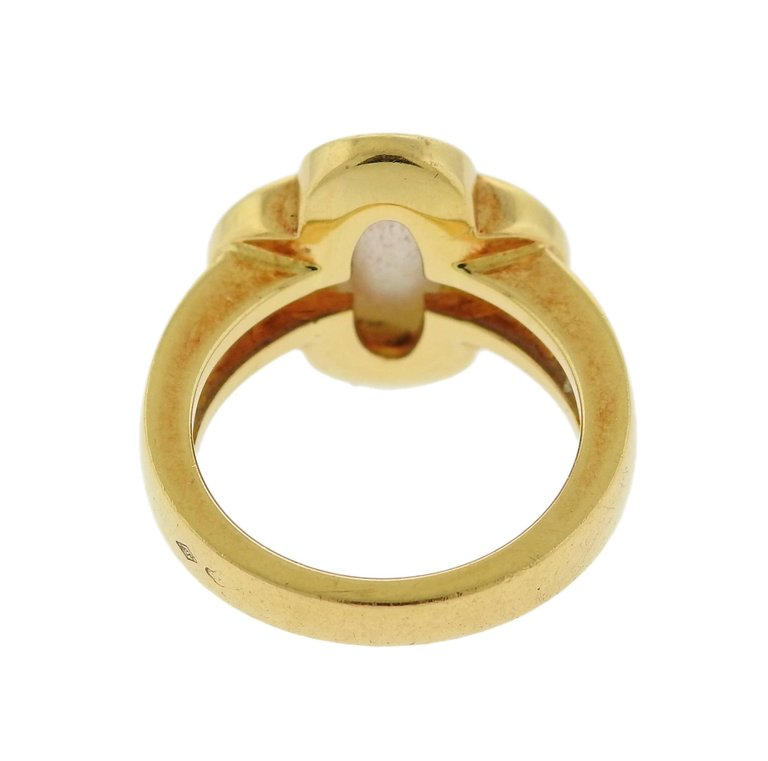 Van Cleef & Arpels Pure Alhambra Mother-of-Pearl Gold Ring - UPONPARK