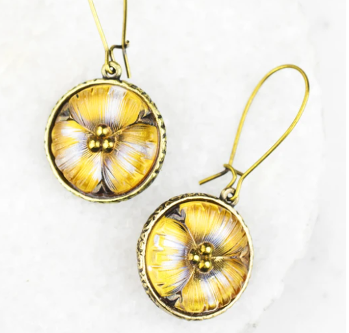 Grandmother's Buttons Cordelia Earrings