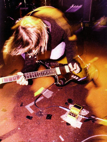 kurt cobain playing live jaguar fender guitar