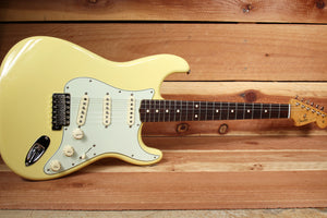 FENDER CLASSIC SERIES 60s STRATOCASTER Rare Canary Diamond Yellow Strat 64964