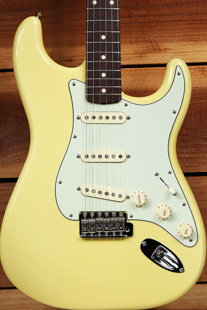 FENDER CLASSIC SERIES 60s STRATOCASTER Rare Canary Diamond Yellow Strat 66380