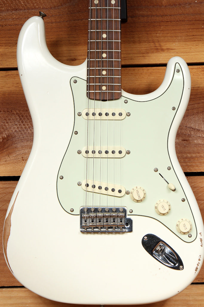 FENDER CLASSIC SERIES 60s STRATOCASTER Road Worn White Faded Strat Relic 63494