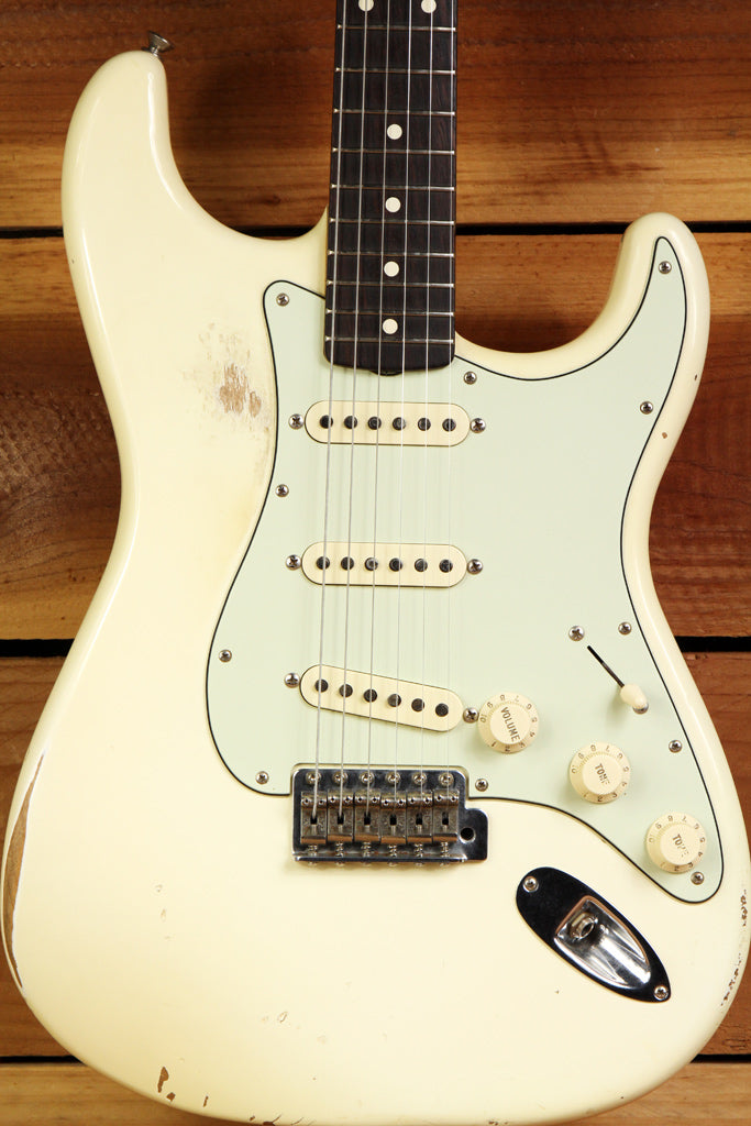 FENDER CLASSIC SERIES 60s STRATOCASTER Road Worn White Faded Strat Relic 9658
